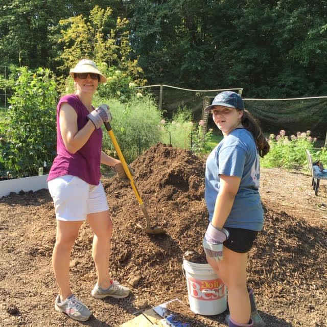 Mulching Volunteers